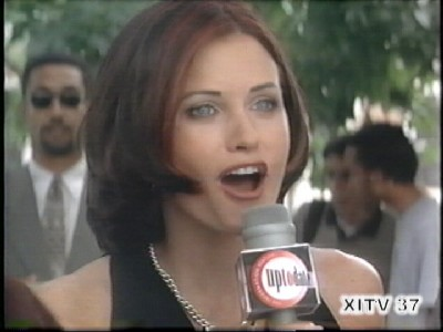 Give Me More! Courtney Cox!